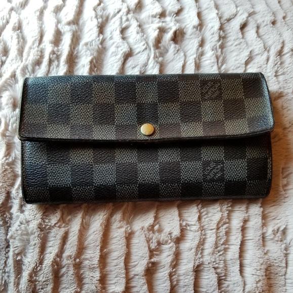 Louis Vuitton Handbags - 🎉Splendid Louis Vuitton Damier Wallet🌟